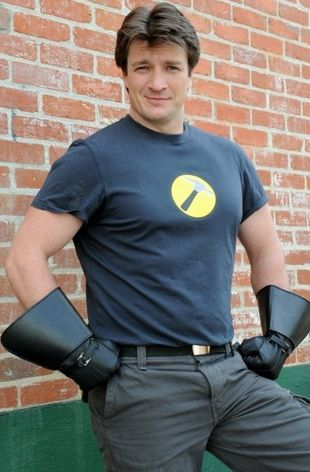 Photos compromettantes - Page 3 Nathan-fillion-captain-hammer